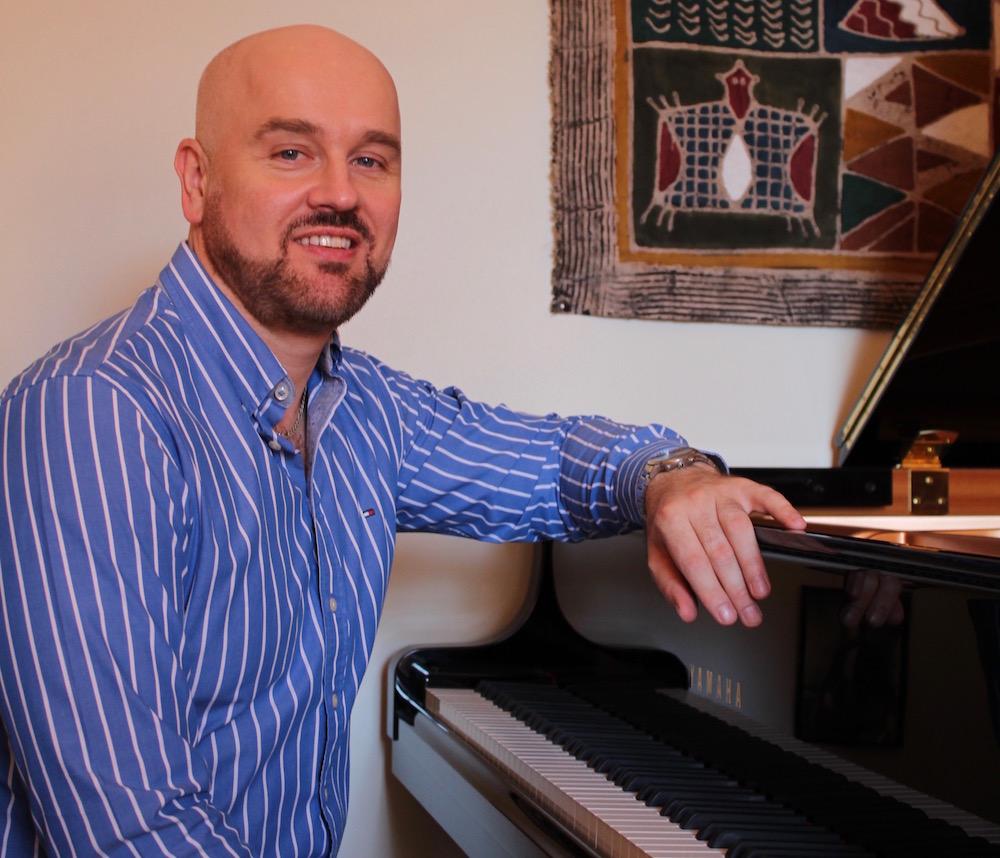 Krystian Bellière, vocal coach